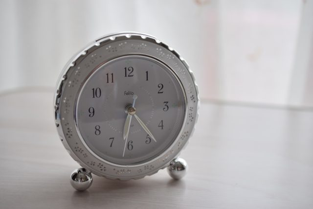 【簡単解説】朝起こして って英語でなんていうの?その返答は?